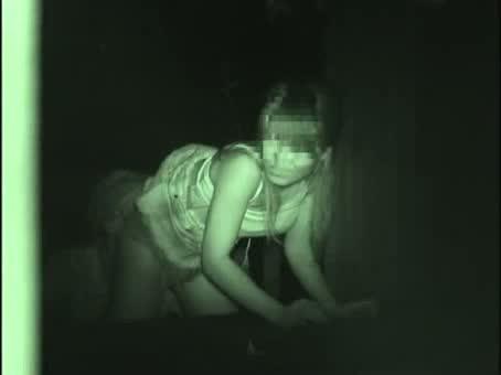 盗撮 露出 野外 |【盗撮動画】夜の公園でカップルの野外SEXを超接近して赤外線盗撮したリアル映像wwwww