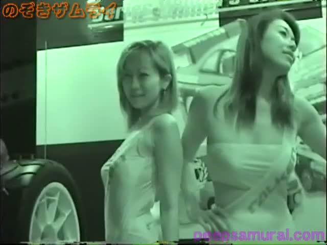 某イベント会場でポーズを決めるハイレグミズ着のキャンGAL☆赤外線カメラで色っぽい透け透け体を完全秘密撮影☆