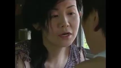 昭和の香りがするアダルト動画です。女房の姉の濡れ具合……近親相姦セックス